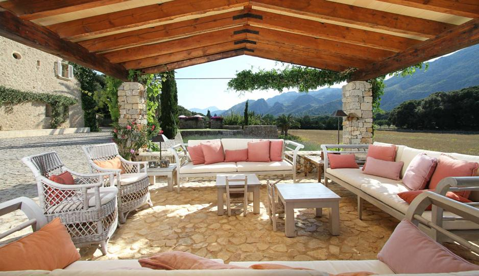 overed outdoor dining area, Mallorca country house