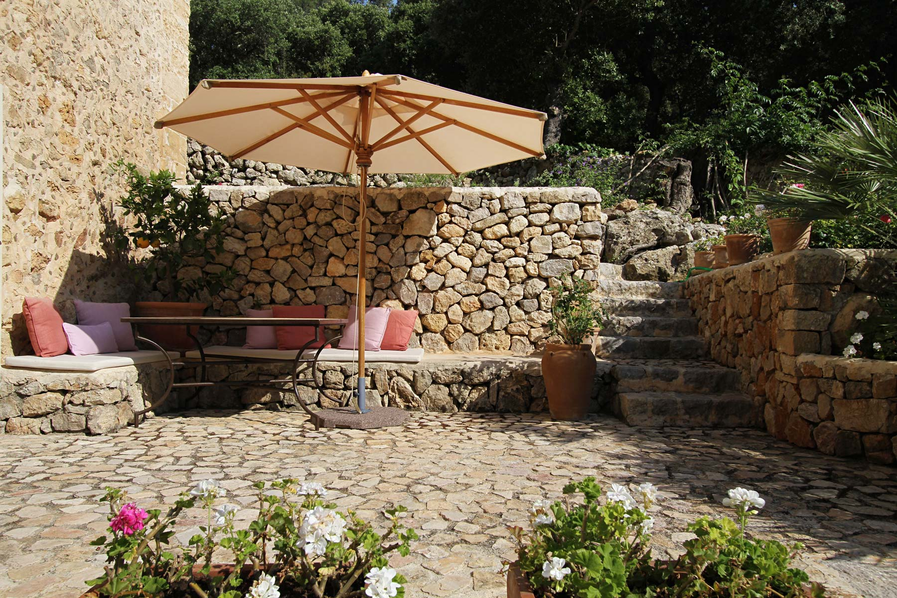 Outdoor lounge area, Mallorca country house