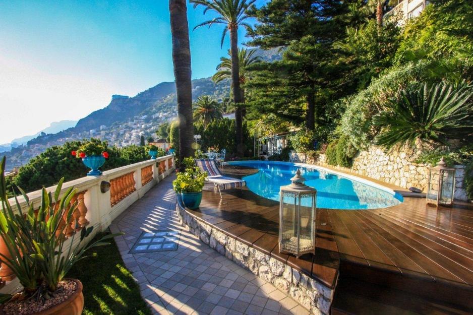 Exclusive villa for sale in roquebrune cap martin french for Azureva roquebrune cap martin piscine
