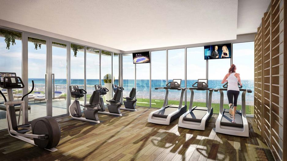 Gym overlooking the beach and the ocean in Forida development