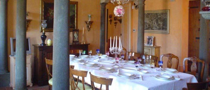 Dining room in Tuscan villa