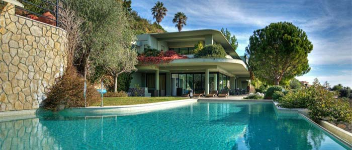 Luxury villa and pool, French Riviera