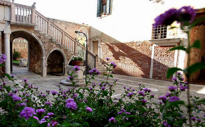 Palace apartment in Venice, Italy (7)