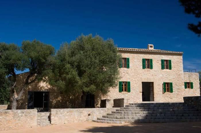 Mallorca villa facade