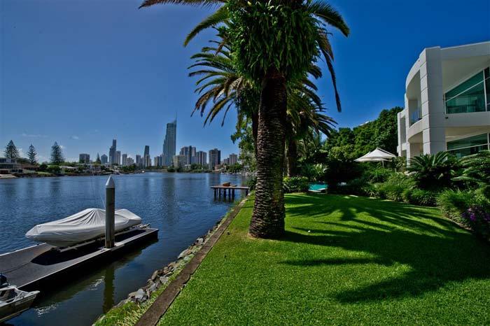 Riverfront villa, Gold Coast, Australia (6)