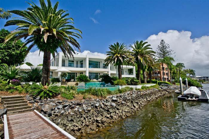 Riverfront villa, Gold Coast, Australia (5)