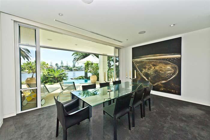 Riverfront villa, Gold Coast, Australia (4)