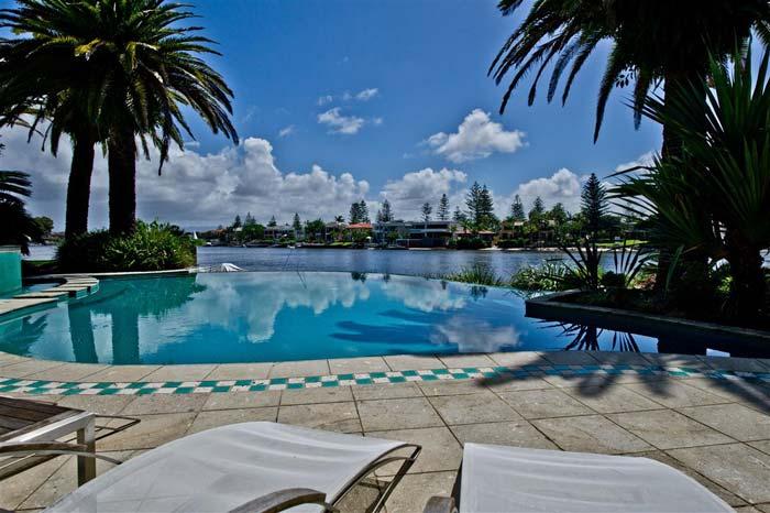 Riverfront villa, Gold Coast, Australia (1)