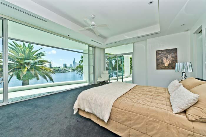 Riverfront villa, Gold Coast, Australia (8)