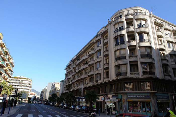 Refurbished art deco apartment in Nice, France (2)