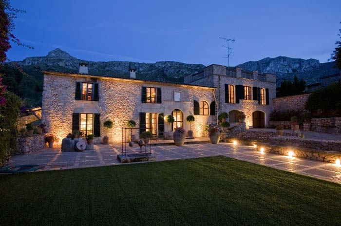 Mallorca real estate for sale elegant country house pollensa for Elegant country homes