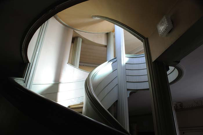 Refurbished art deco apartment in Nice, France (1)