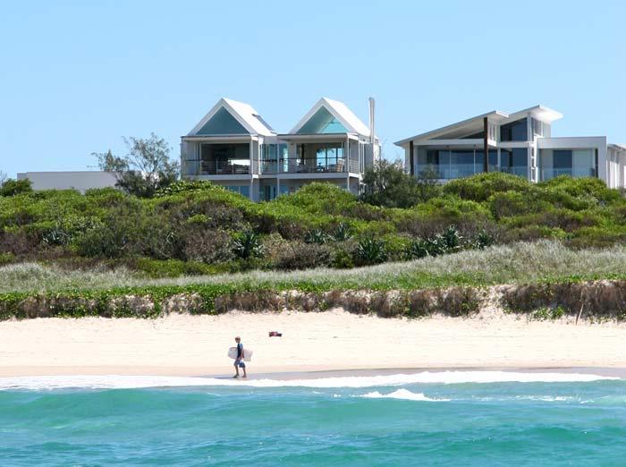 Beachfront  house on the Gold Coast Australia (1)