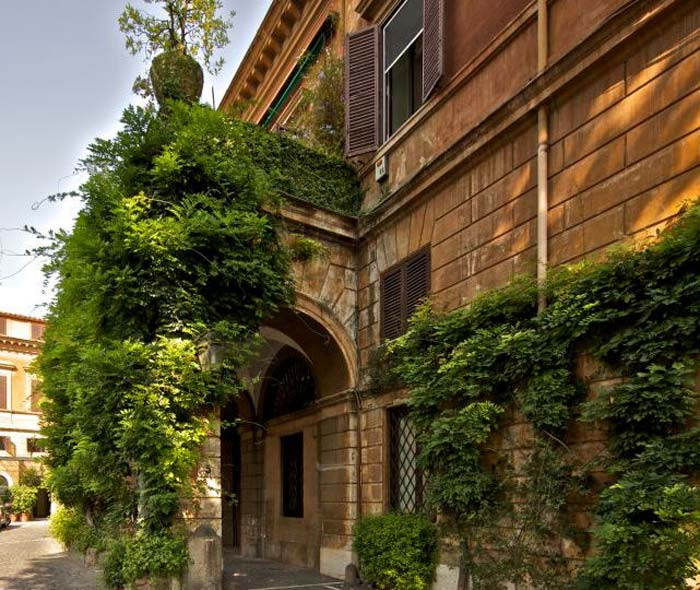 Private palace in Rome (1)