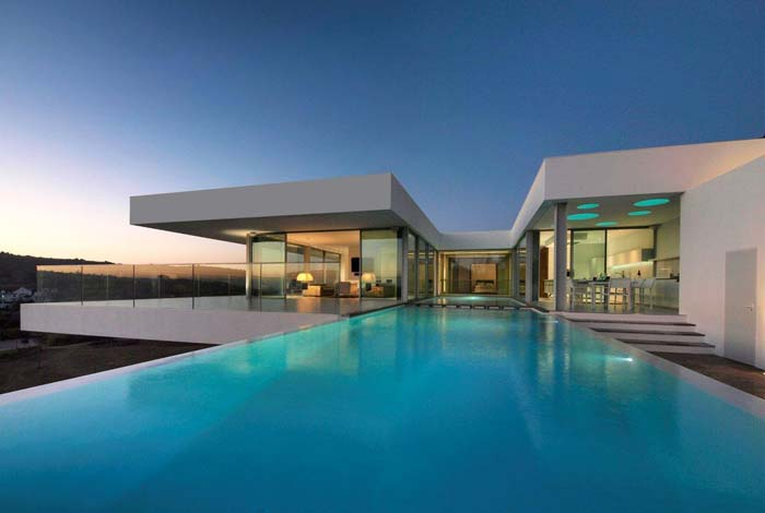Modern villa in algarve for sale for Piscine portugal