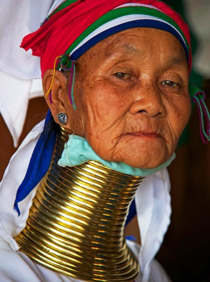 LONG-NECKED KAREN TRIBESWOMEN, MYANMAR