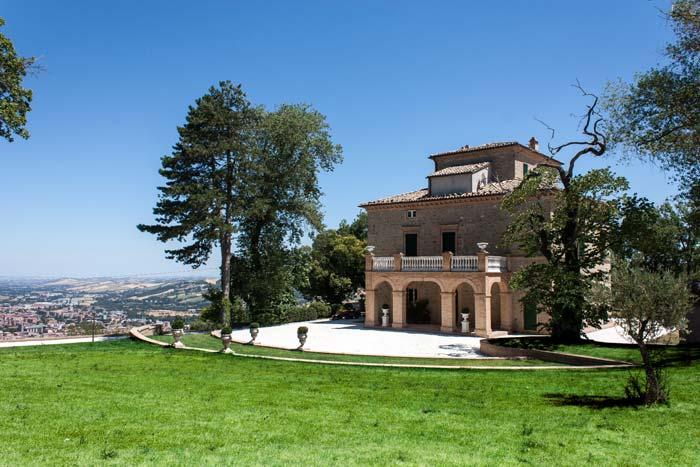 Classic villa in Le Marche Italy (5)