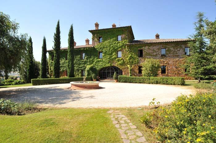 Luxury country estate Tuscany Italy (1)