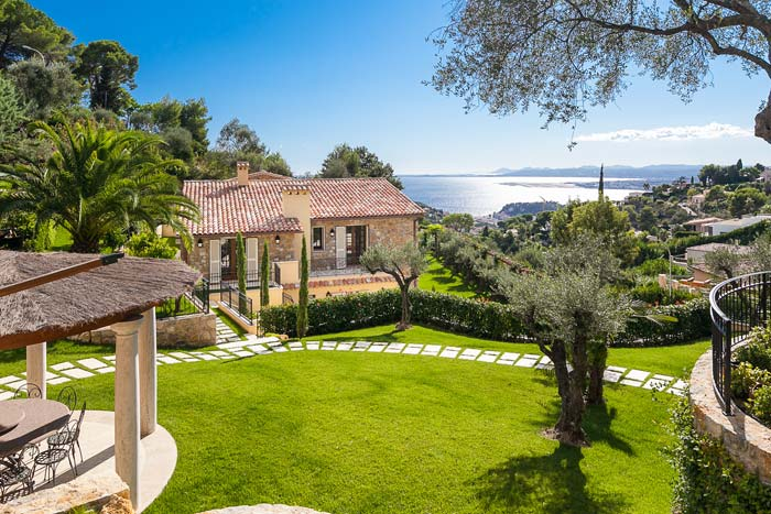 Luxury villa in Villefranche-sur-Mer on the French Riviera (1)