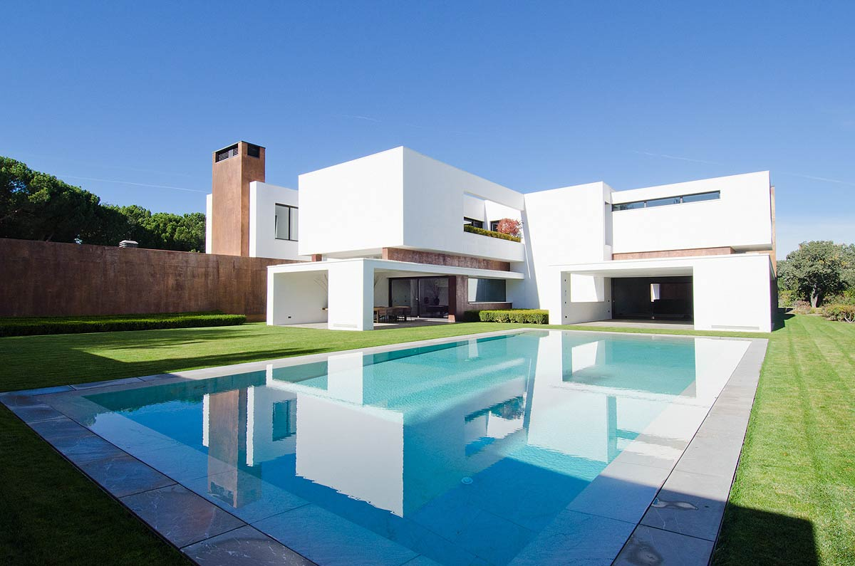 Modern house for sale in madrid for Pictures of modern homes