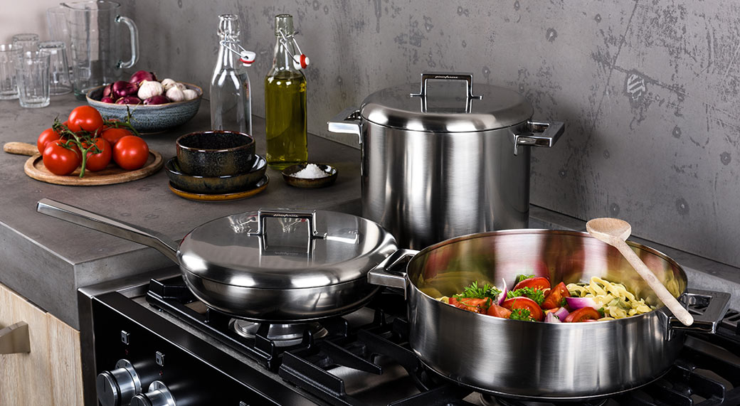 Stile cookware designed by Piningarina produced by Mepra